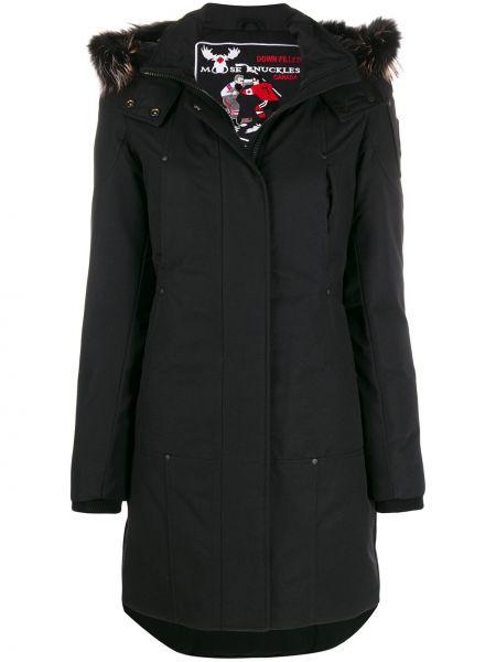 Хлопковая черная длинное пальто с воротником Moose Knuckles