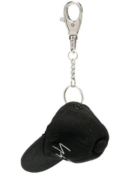 Черный брелок с подвесками с вышивкой Yohji Yamamoto