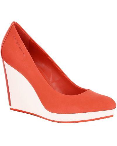 Красные туфли на каблуке из нубука Calvin Klein