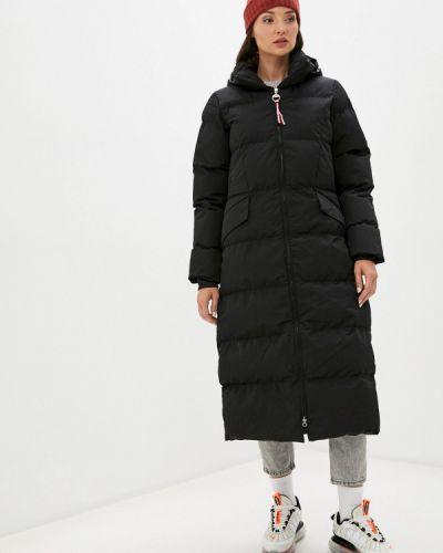 Теплая черная зимняя куртка Luhta