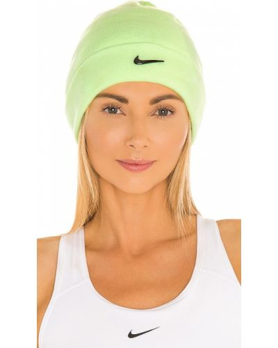Мягкая желтая трикотажная шапка бини Nike