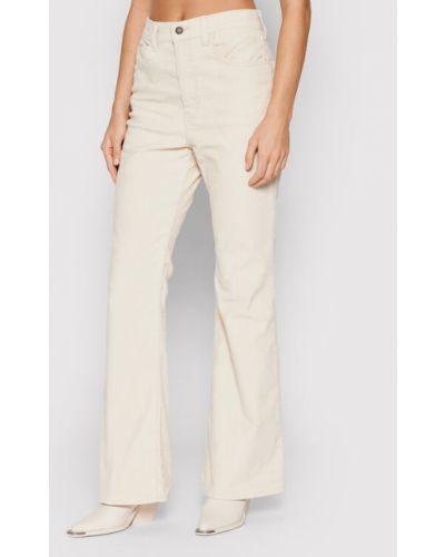Białe mom jeans Levi's