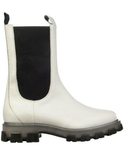 Białe ankle boots Stokton