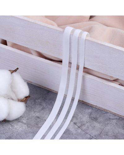Белая резинка для волос на резинке со вставками арт узор