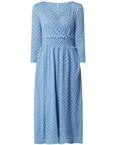Niebieska sukienka rozkloszowana w grochy Only