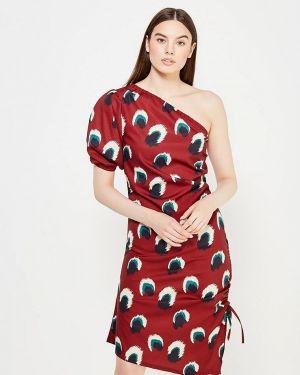 Красное платье с открытыми плечами Tutto Bene