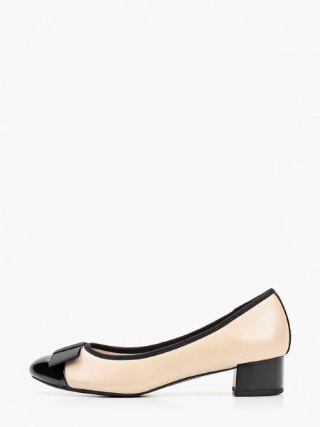 Кожаные туфли бежевый закрытые Caprice