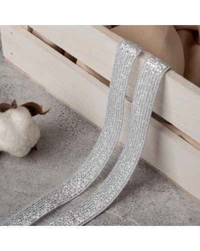 Серебряная резинка для волос на резинке со вставками арт узор