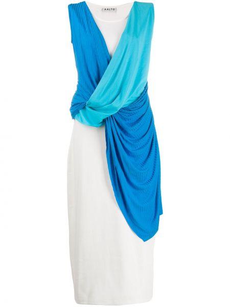 Prążkowana niebieska sukienka z wiskozy Aalto