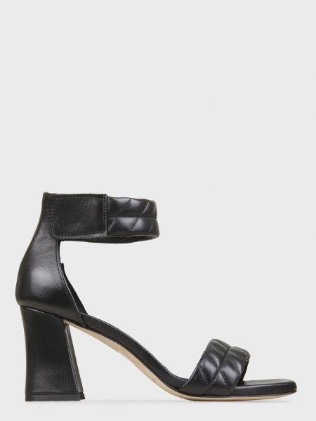 Кожаные босоножки - черные L'estrosa