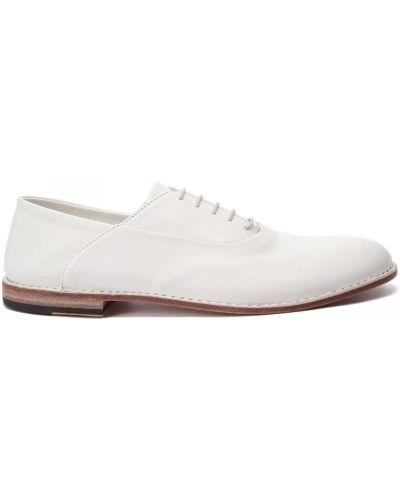 Кожаные белые туфли закрытые Pantanetti