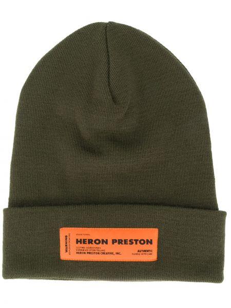 Акриловая зеленая шапка бини с нашивками без застежки Heron Preston