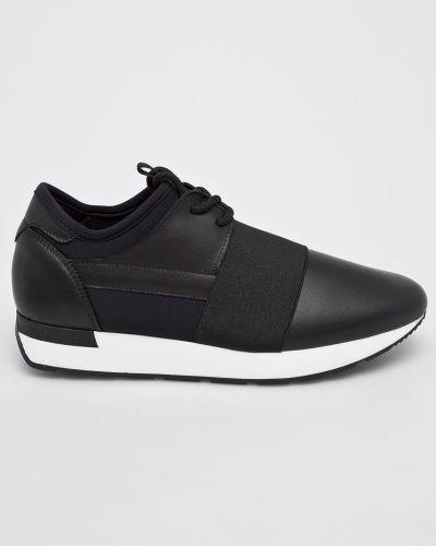 Черные кроссовки Pollini