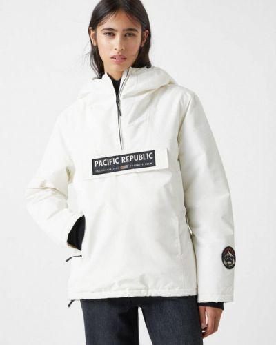 Утепленная белая куртка Pull&bear