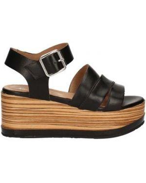 Brązowe sandały Carmens Padova