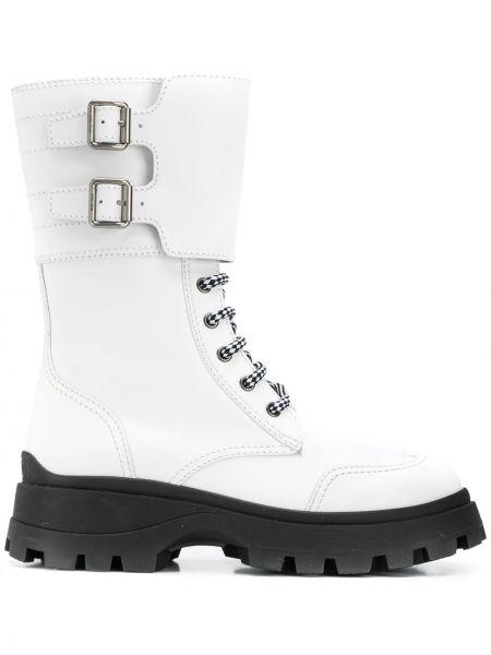 Biały ażurowy buty z prawdziwej skóry na sznurowadłach Miu Miu