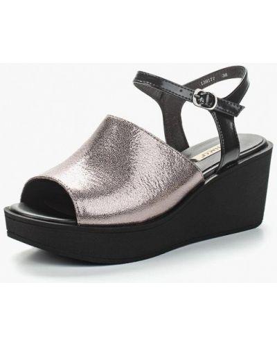 Босоножки на каблуке серебряного цвета Vitacci