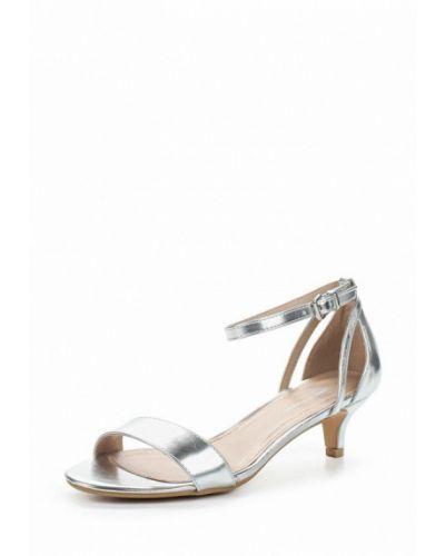 Босоножки на каблуке серебряного цвета Dorothy Perkins