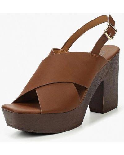 Коричневые босоножки на каблуке Isteria