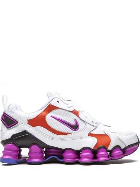Białe sneakersy skorzane sznurowane Nike