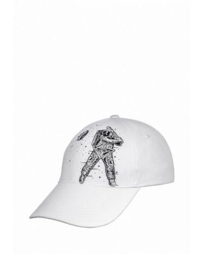 Белая бейсболка Atrics