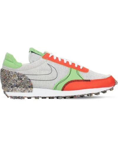 Оранжевые кроссовки на шнуровке Nike