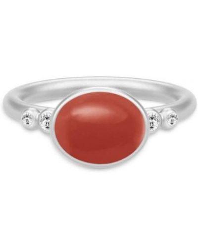 Czerwony pierścionek Julie Sandlau