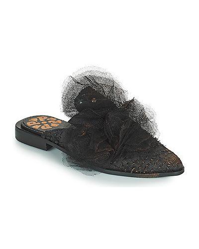 Czarne klapki Papucei