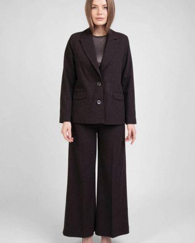 Костюмный черный брючный костюм Bessa