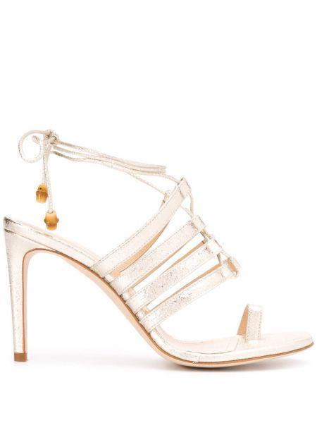 С ремешком открытые босоножки на шнуровке золотые Chloe Gosselin