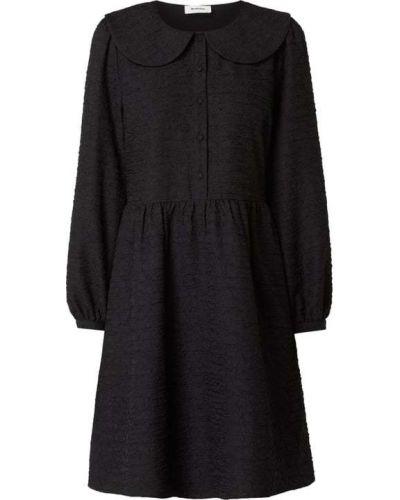 Sukienka rozkloszowana z długimi rękawami - czarna Modström