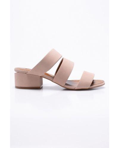 Розовые сандалии на каблуке Gino Rossi