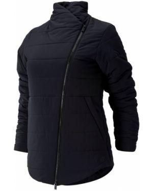 Черная куртка New Balance