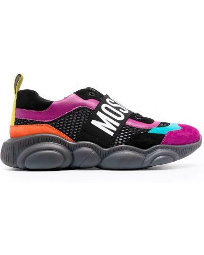 Czarne sneakersy na niskim obcasie pikowane Moschino