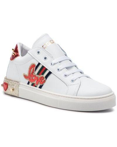 Sneakersy - białe Togoshi