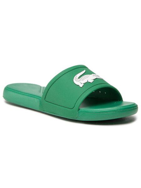 Zielone klapki Lacoste