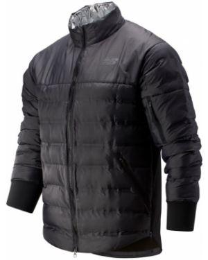 Нейлоновая черная куртка New Balance