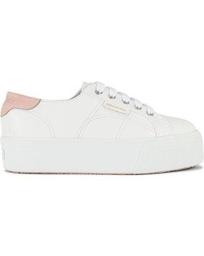 Кожаные белые кроссовки на платформе Superga