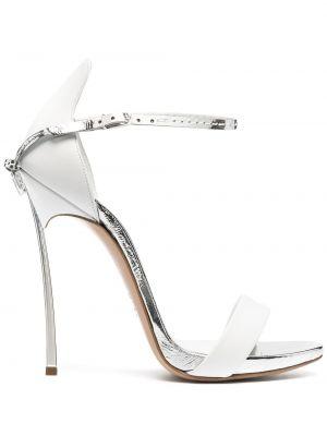 Открытые белые босоножки на каблуке Casadei