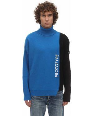 Niebieski sweter wełniany asymetryczny Omc