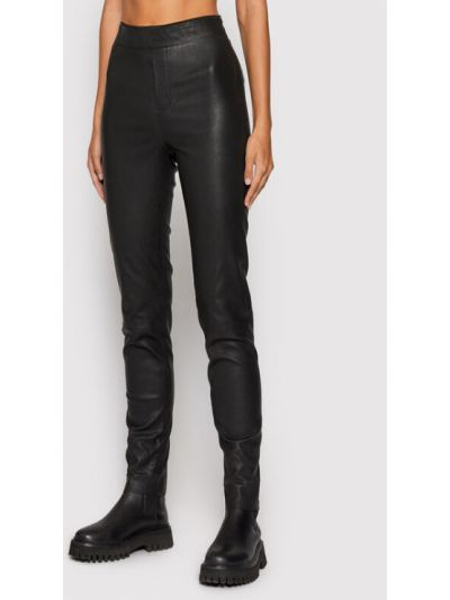 Czarne spodnie Remain