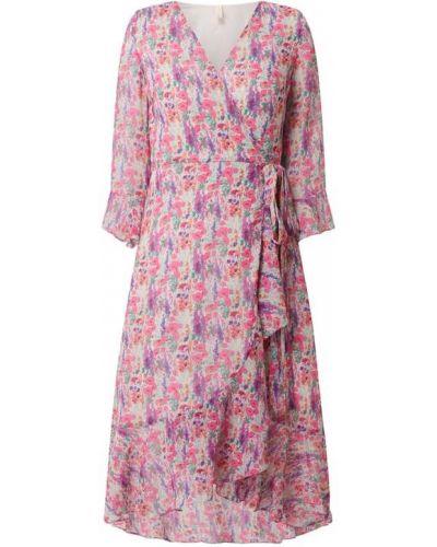 Różowa sukienka rozkloszowana z dekoltem w serek Y.a.s