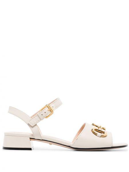 Sandały skórzane na obcasie - białe Gucci