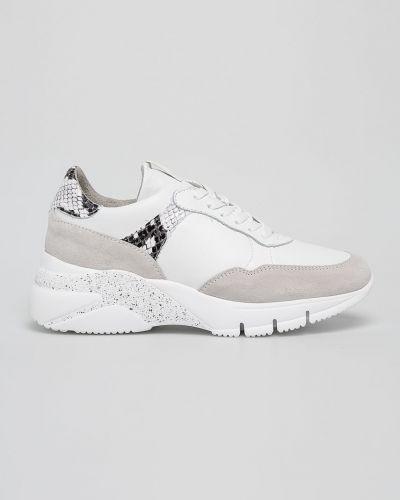 Кроссовки на платформе текстильные белый Tamaris