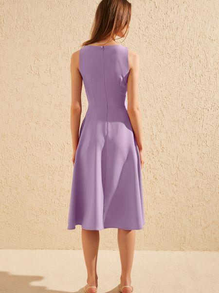 Фиолетовое платье миди без рукавов с вырезом Trendyol