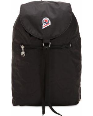 Ażurowy czarny plecak sznurowany Invicta