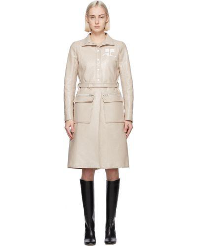 Beżowy długi płaszcz z paskiem srebrny Courreges