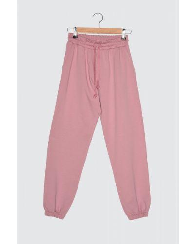 Różowy dres bawełniany Trendyol