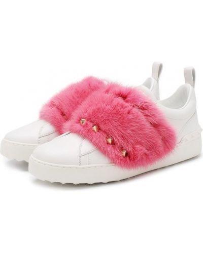 Розовые кеды с мехом Valentino