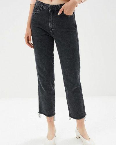 Серые прямые джинсы Wrangler